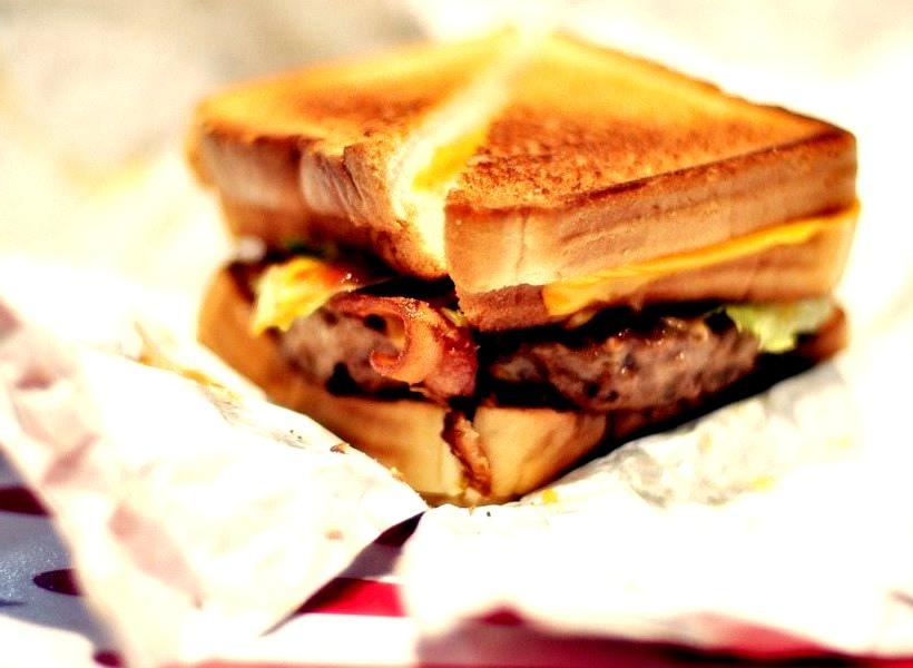 Epic Burgers & Waffles: Behemoth (by L.Richarz)