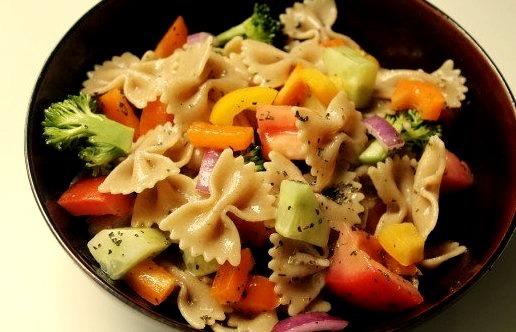 Vegan rainbow vegetable pasta salad / recipe